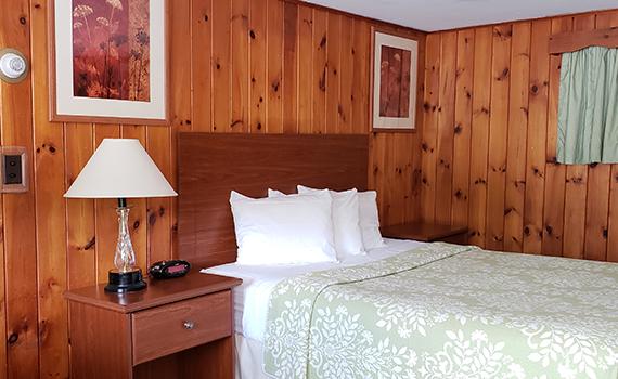 Queen Room at Gorham Motor Inn